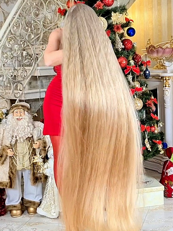 VIDEO - Super long hair, is there anything better?
