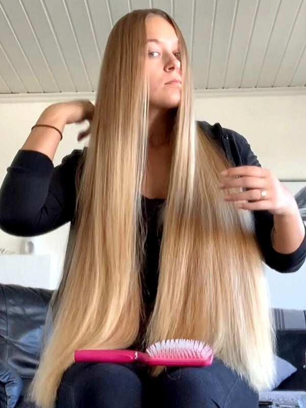 VIDEO - Wonderful blonde healthy hair