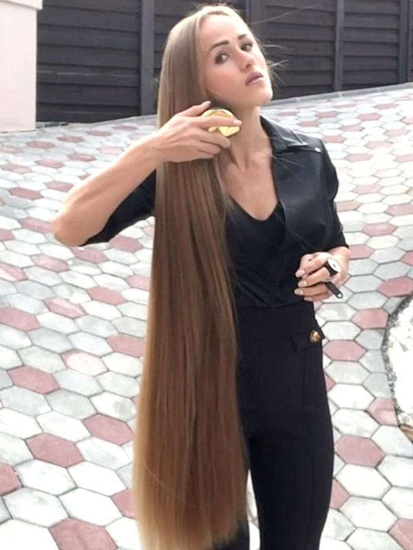 VIDEO - Elegant blonde (part 1)