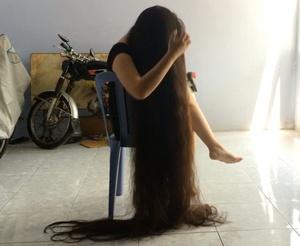 VIDEO - Beyond floor length hair play in chair