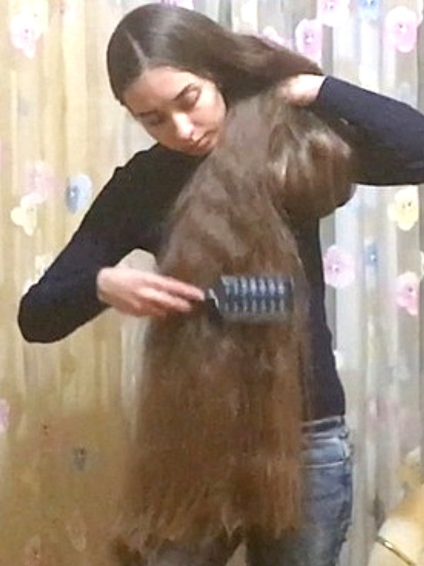 VIDEO - Extreme hair and a giant bun
