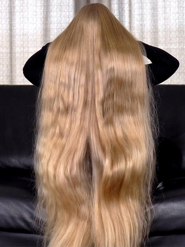 VIDEO - Victoria's amazing hair