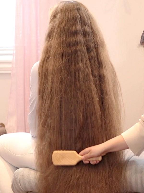 VIDEO - Siri's hair brushing and double braids by Karoline