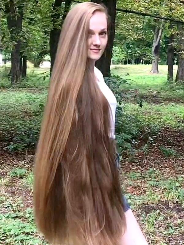 VIDEO - Rapunzel's walk in the park