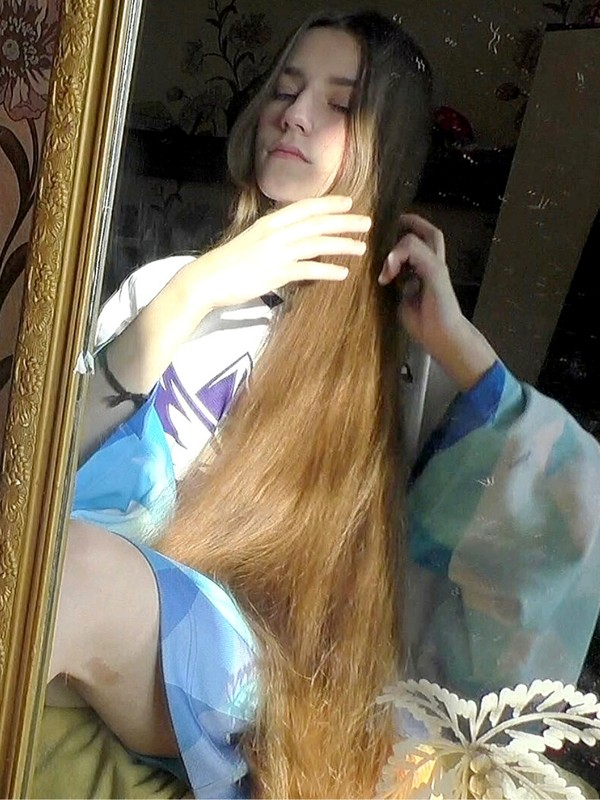 VIDEO - Waking up with long hair