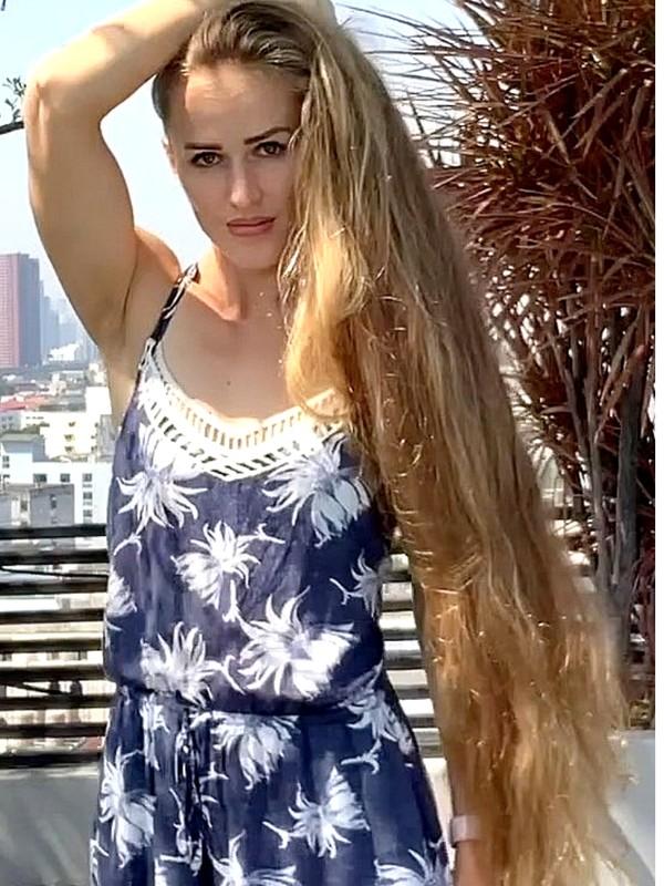 VIDEO - Julia on the balcony