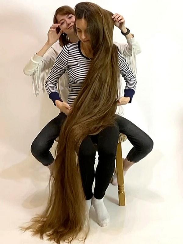 VIDEO - Rapunzel on her lap