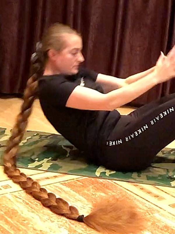 VIDEO - Things to know when working out with extremely long and thick hair
