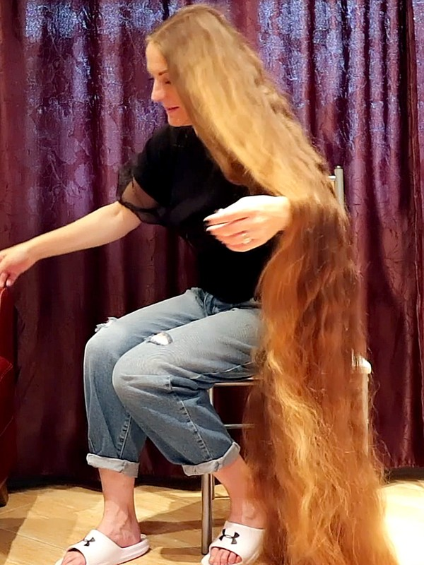 VIDEO - From a massive braid to a very massive mane