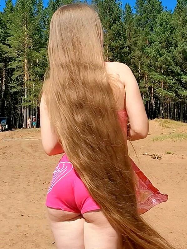 VIDEO - Beach Rapunzel