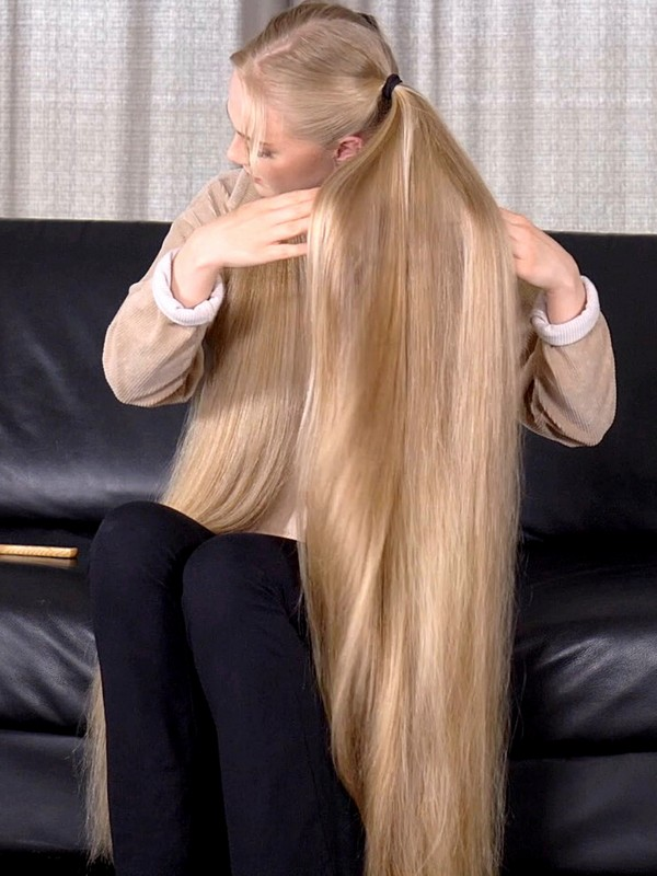 VIDEO - Long blonde pigtails and double buns