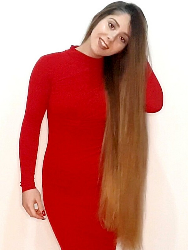 PHONE VIDEO - Rapunzel Natacha in her red dress