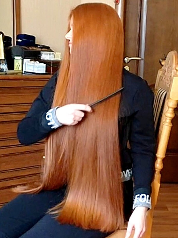 VIDEO - Red, healthy long hair