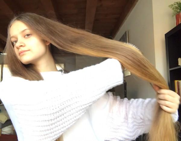 VIDEO - Ottavia in her living room