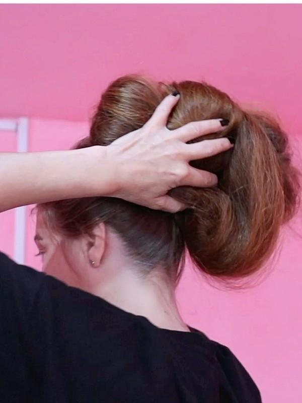 VIDEO - Heavy-duty hair above the camera