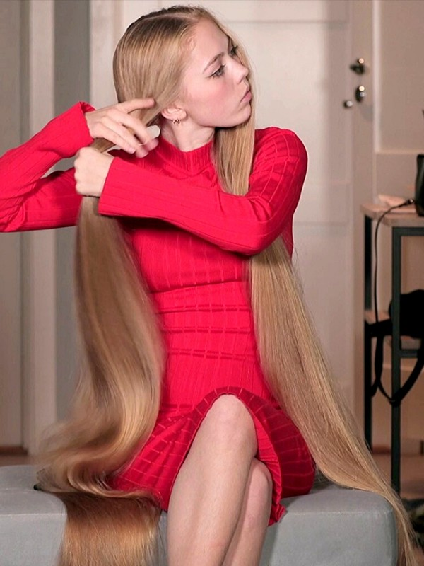 VIDEO - Very long blonde pigtails and big buns