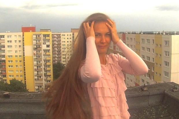 VIDEO - Perfect hip length hair buns