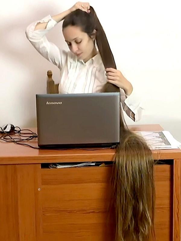 VIDEO - Floor length hair business woman