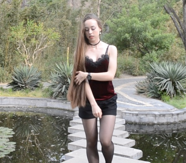 VIDEO - Irina´s outdoor hairplay