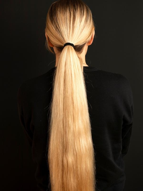 PHOTO SET - Iben's blonde ponytail photoshoot