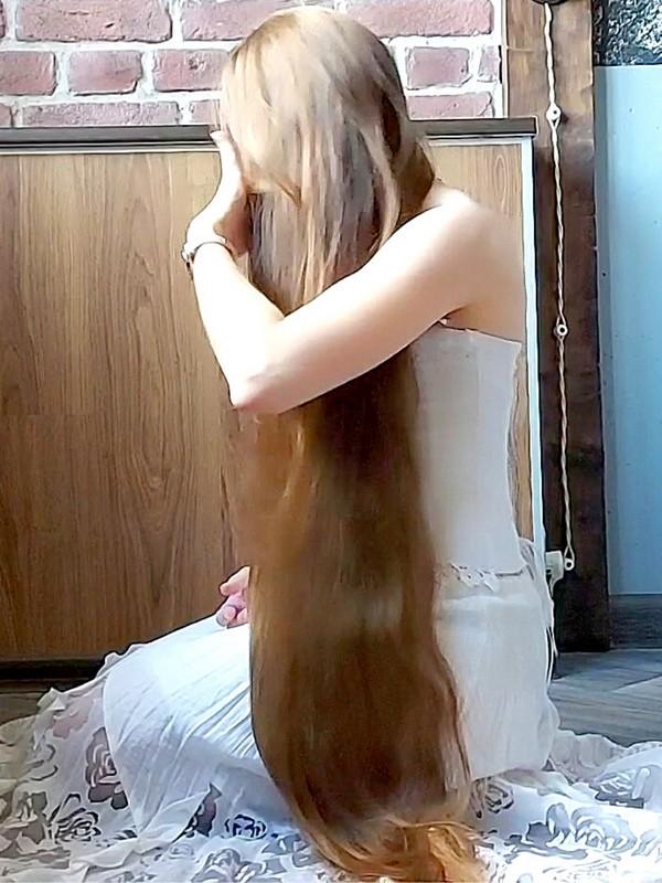 VIDEO - The beautiful white dress