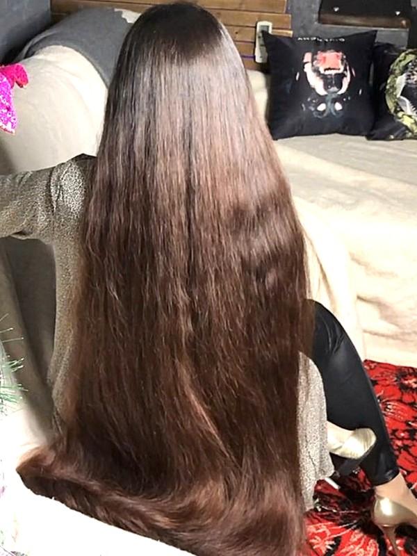 VIDEO - Mila has so much hair (part 1)
