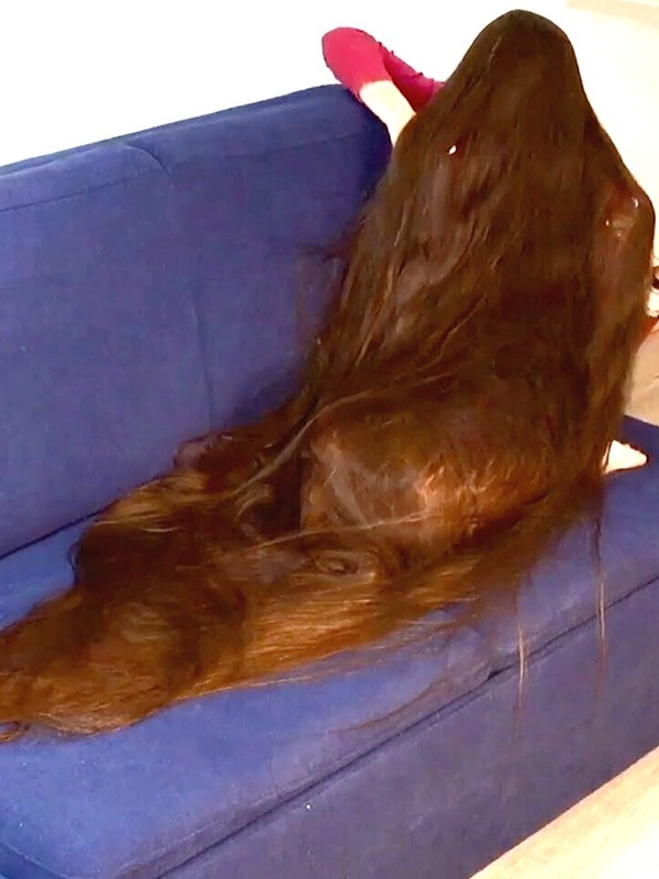 VIDEO - The longest hair you have ever seen