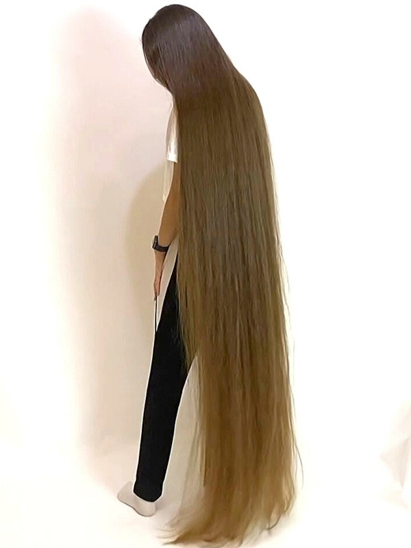 VIDEO - The DEFINITION of perfect long hair