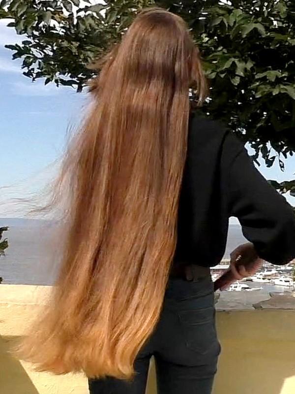 VIDEO - Tanya's long healthy hair