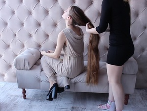 VIDEO - Her friends love her hair