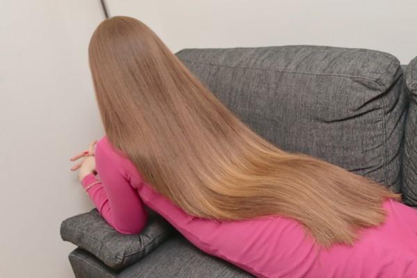 PHOTO SET - Suzana in the sofa photoshoot