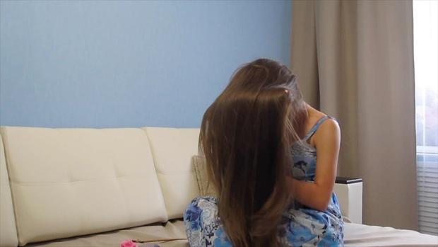 VIDEO - Classic length hair play