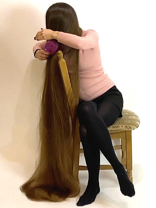 VIDEO - Alena, the perfect Rapunzel