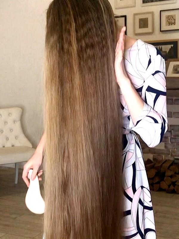 VIDEO - Ultra long blonde hair play and hair vs. the camera