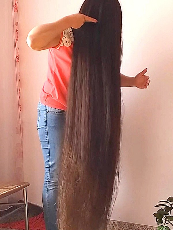 VIDEO - Ioana's long, soft hair
