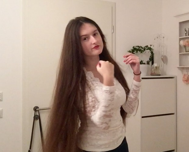 VIDEO - Young classic length brunette 2