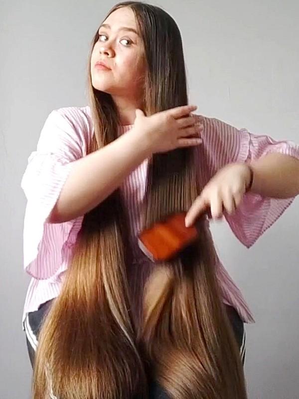 VIDEO - Pink shirt, shiny hair