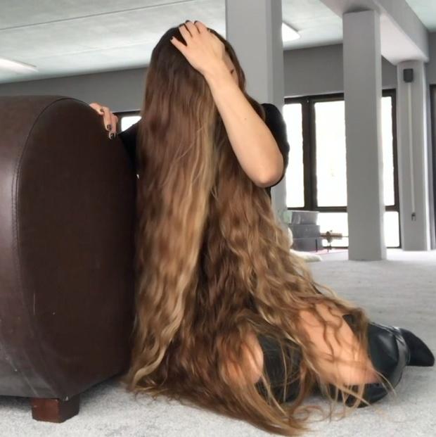 VIDEO - Perfect hair, perfect chair