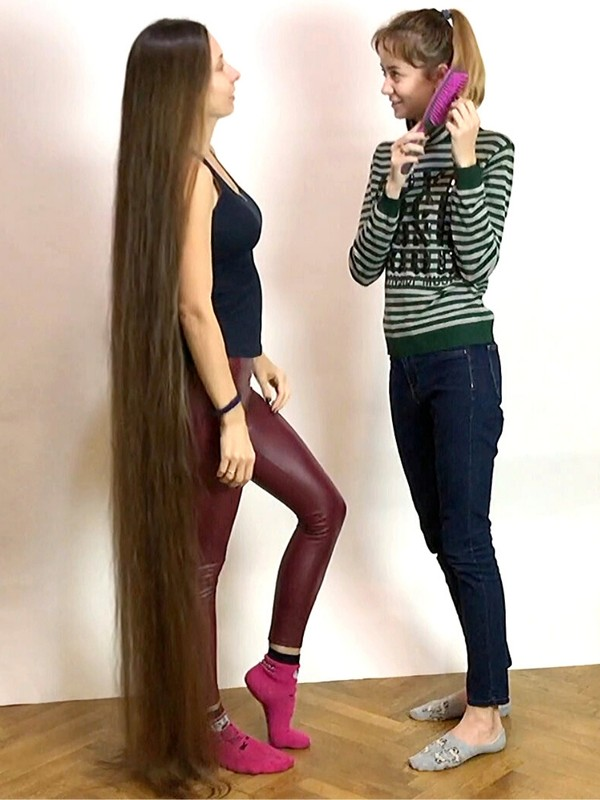 VIDEO - Two long hair lovers