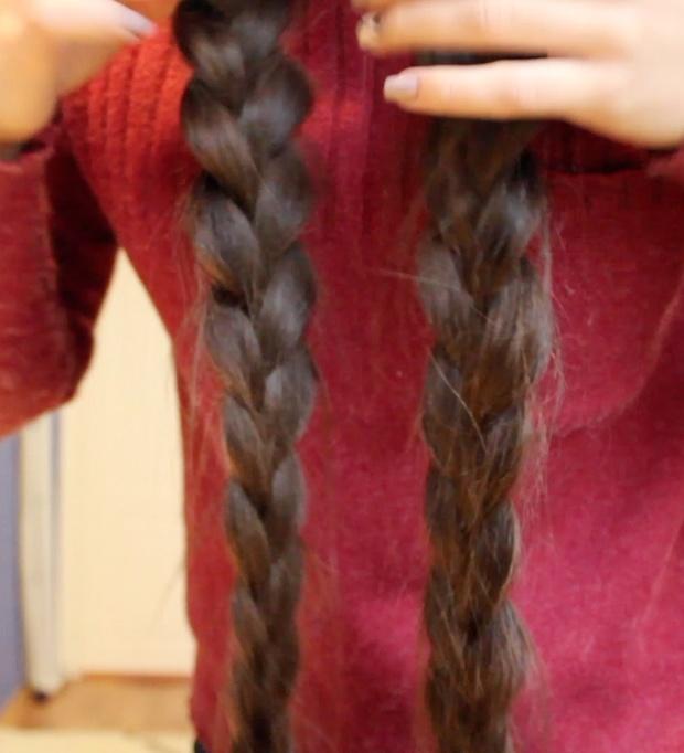 VIDEO - Long braids swinging