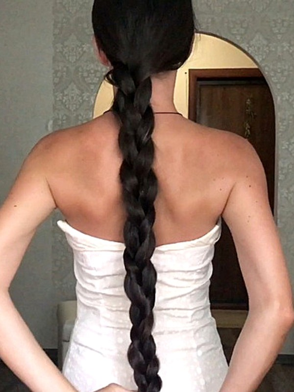 VIDEO - Aleksandra´s classic length hair and huge bun