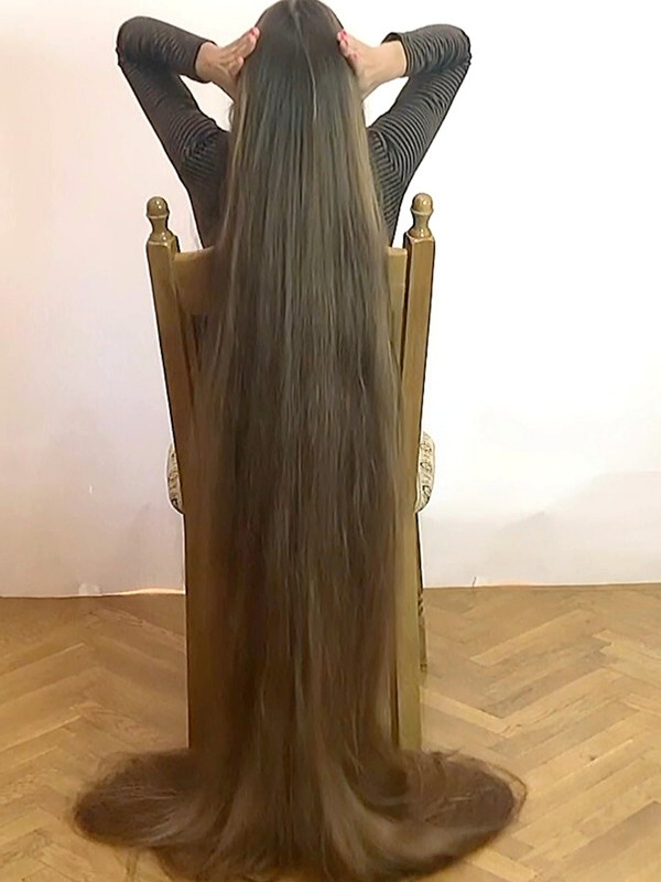 VIDEO - Floor length hair display