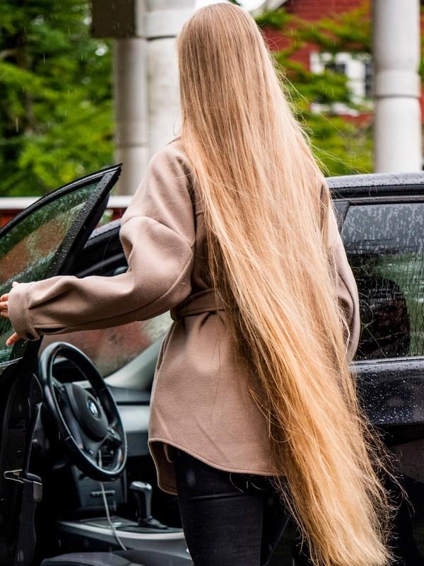 PHOTO SET - Rapunzel's car photoshoot