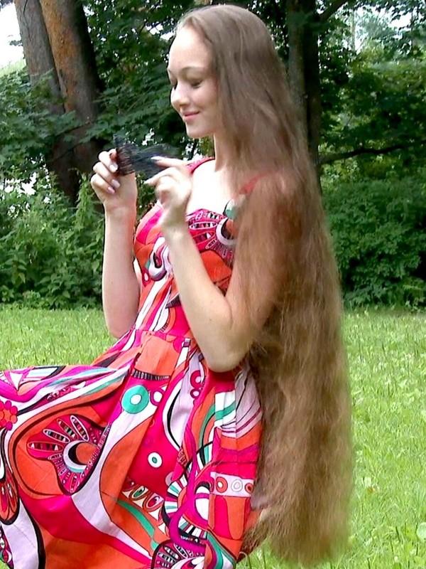 VIDEO - Violetta in the park [4K]