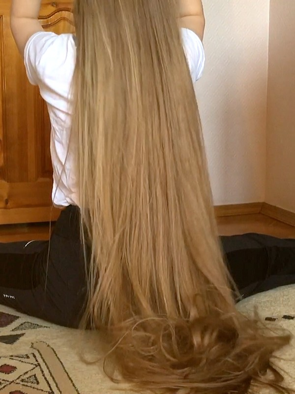 VIDEO - Rapunzel's stretching