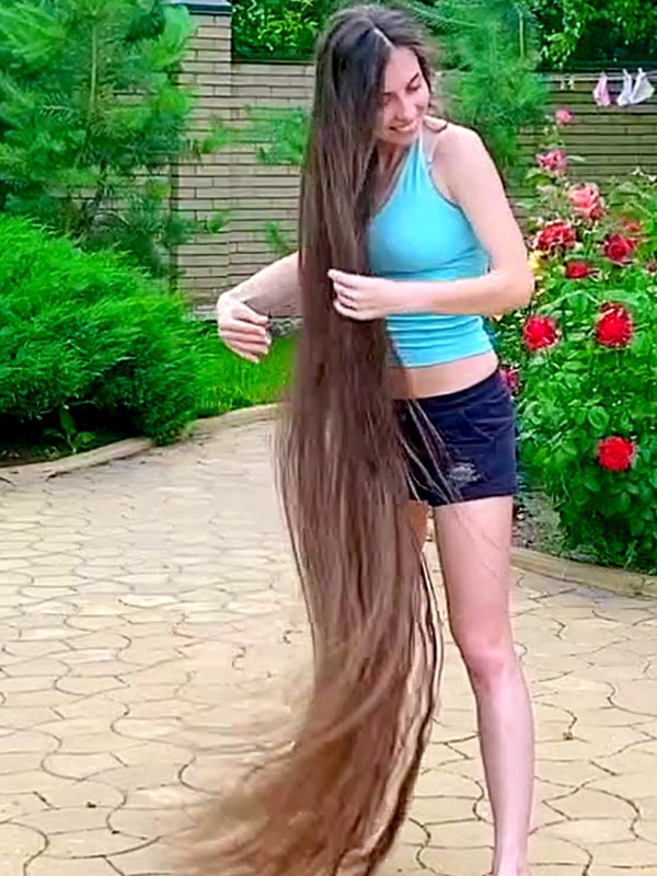 VIDEO - Floor length hair drying