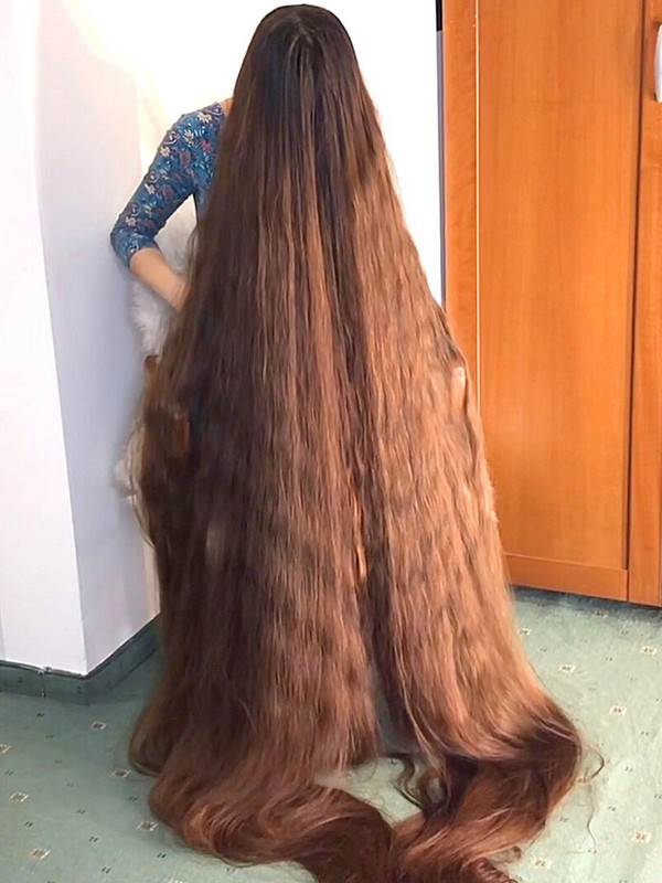 VIDEO - Ultra long hair covering extreme edition