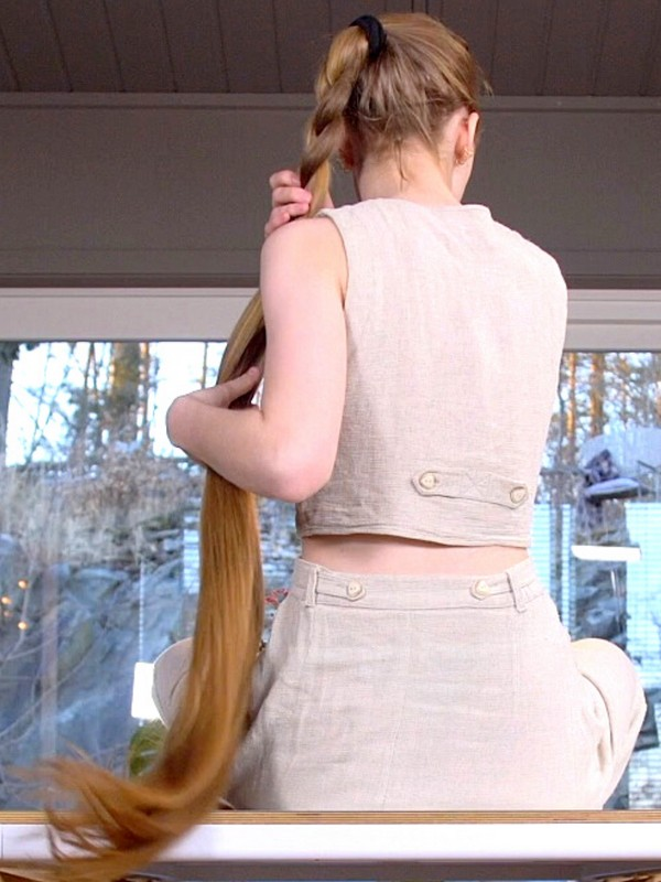 VIDEO - A braid on the table
