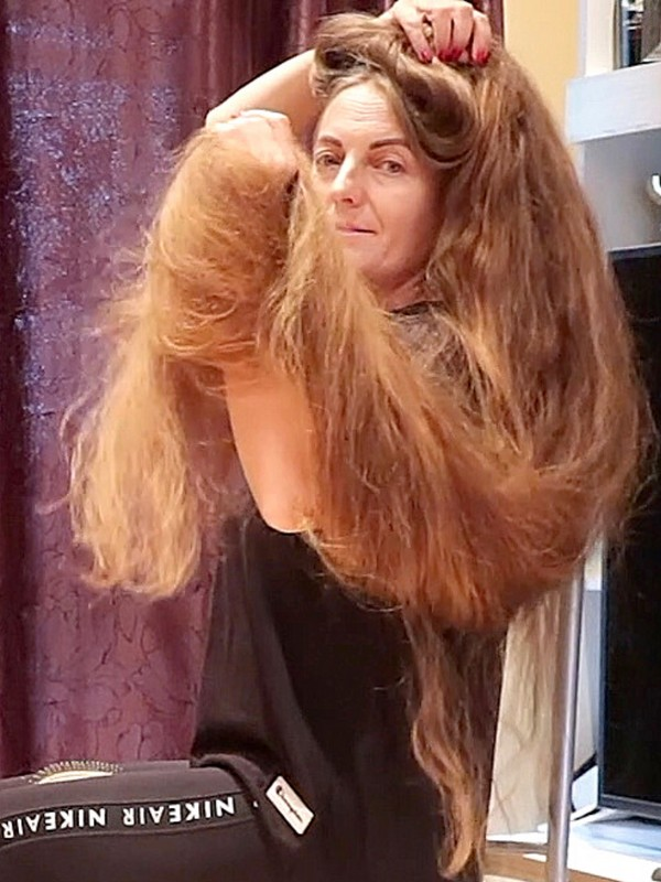 VIDEO - OMG! For how long has she grown her hair?