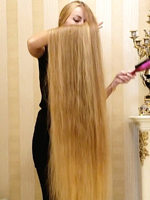 VIDEO - Floor length newly washed hair